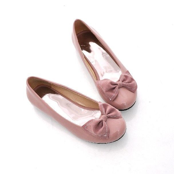 Faux Patent Leather Bow Detailed Sweet Flats